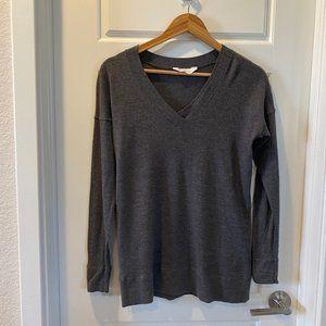 Everlane Grey V-Neck Pullover Sweater in size Medium